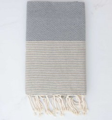 toalha de praia cinza com fio de lurex dourado